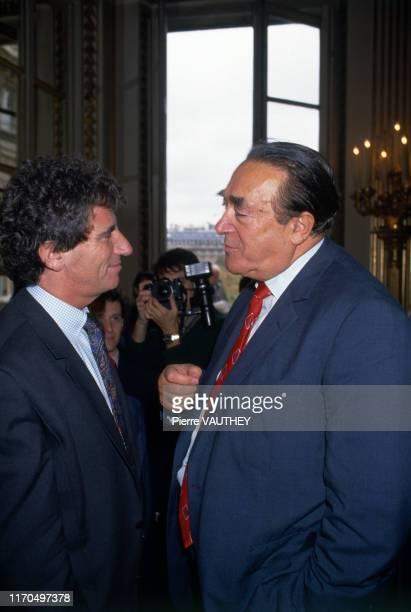 Robert Maxwell et Jack Lang au ministère de la culture pour la conférence de presse de la mission du bicentenaire de la Révolution Française