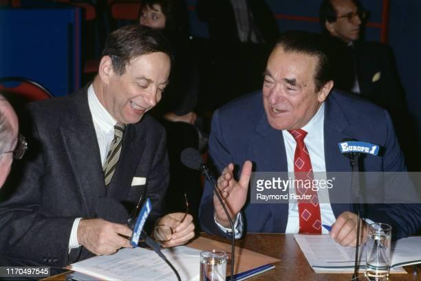 Robert Maxwell et l'homme politique français Lionel Stoleru participent à l'émission de radio Découvertes sur Europe 1