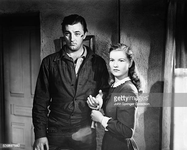 Robert Mitchum as Jim Garry, and Barbara Bel Geddes as Amy Lufton in the 1948 film Blood on the Moon.
