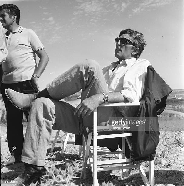 Robert Mitchum during a break from filming the movie 'Villa Rides' near Madrid directed by Buzz Kulik Madrid Spain