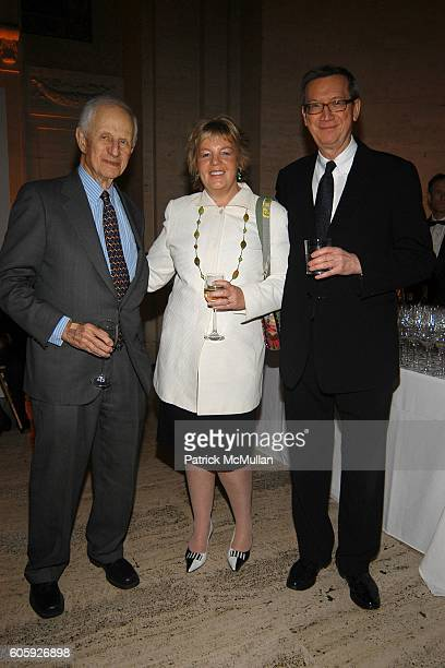 Robert Morgenthau Lucinda Franks and Wayne Lawson attend VANITY FAIR Tribeca Film Festival Party hosted by Graydon Carter and Robert DeNiro at The...