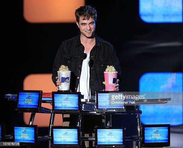 Robert Pattinson accepts the Global Superstar award onstage at the 2010 MTV Movie Awards held at the Gibson Amphitheatre at Universal Studios on June...