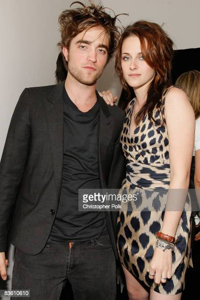 LOS ANGELES CA NOVEMBER 07 Robert Pattinson and Kristen Stewart arrive to a sneak preview of Twilight at the filming of MTV's 'Spoiler' in Beverly...