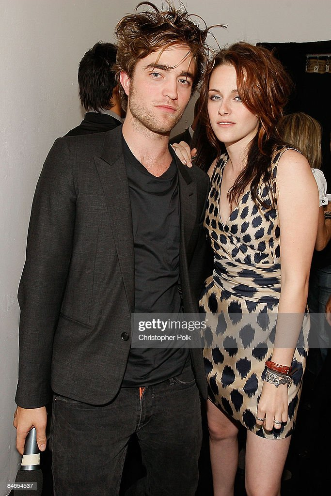 Robert Pattinson and Kristen Stewart arrive to a sneak preview of Twilight at the filming of MTV's 'Spoiler' in Beverly Hills, CA on Friday Nov. 7, 2008.