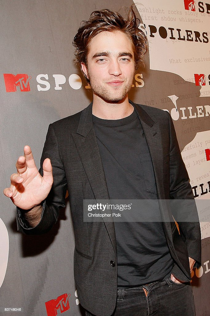 Robert Pattinson arrives to a sneak preview of Twilight at the filming of MTV's 'Spoiler' in Beverly Hills, CA on Friday Nov. 7, 2008.