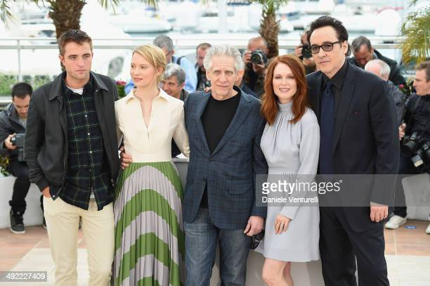 Robert Pattinson Mia Wasikowska David Cronenberg Julianne Moore and John Cusack attends the 'Maps To The Stars' photocall at the 67th Annual Cannes...