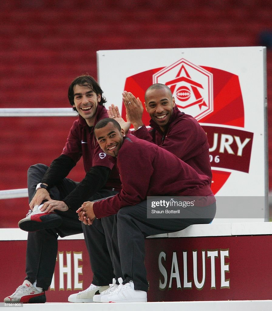 Arsenal v Wigan Athletic : News Photo