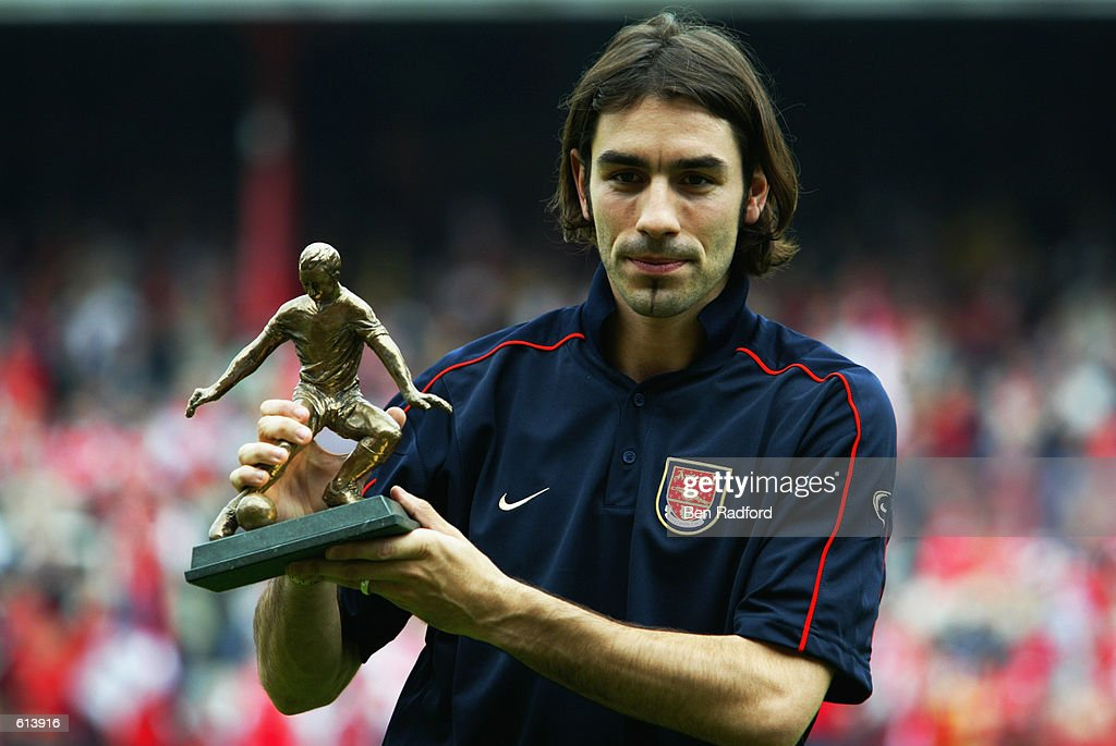 Robert Pires of Arsenal with the Football Writers Player of the Year Award : News Photo