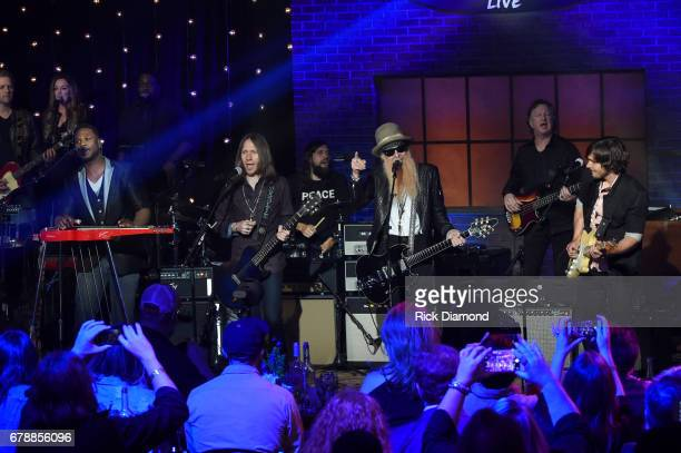 Robert Randolph Charlie Starr of Blackberry Smoke Billy Gibbons of ZZ Top and Charlie Worsham perform onstage during Skyville Live Presents Guitar...