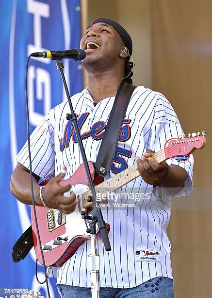Robert Randolph performs at the Taste of Chicago concert in Grant Park on July 4th, 2007 in Chicago, United Staes.