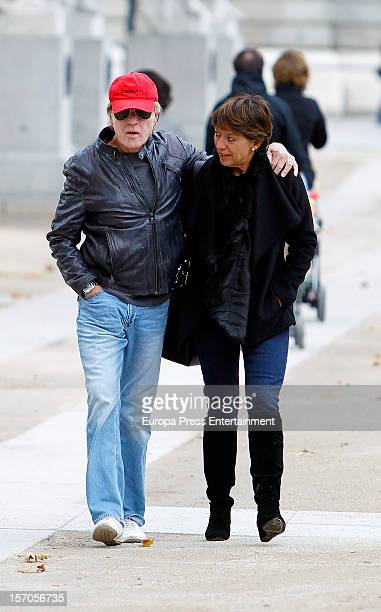 Robert Redford and his wife Sibylle Szaggars take in the tourist attractions on November 27 2012 in Madrid Spain