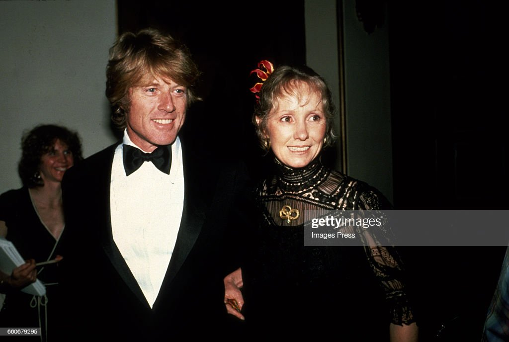 Robert Redford and wife Lola attend the 53rd Academy Awards... : News Photo