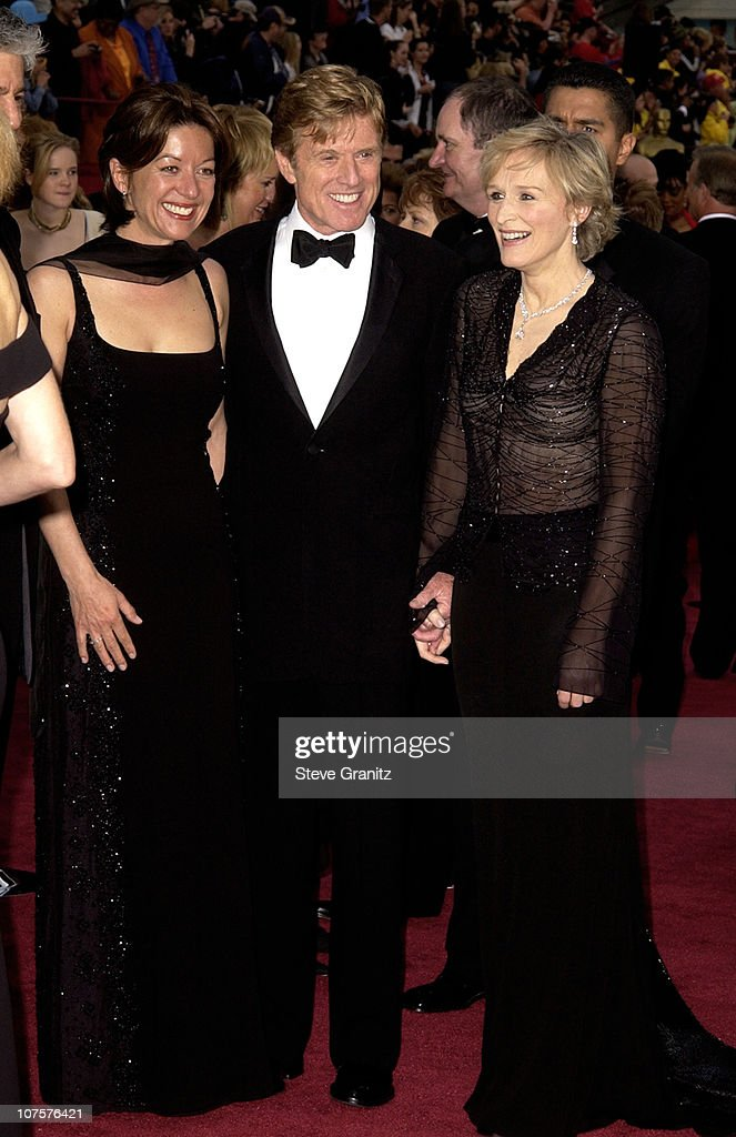 Robert Redford (C), his girlfriend Sibylle Szaggars (L) and Glenn Close