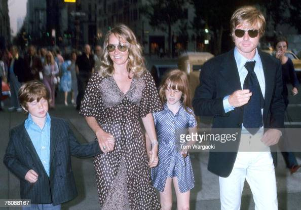 robert redford with his wife lola  son jamie and daughter