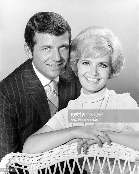 BUNCH Robert Reed and Florence Henderson gallery Season One 9/26/69 Widower Mike Brady the father of three sons wed Carol a widow with three daughters