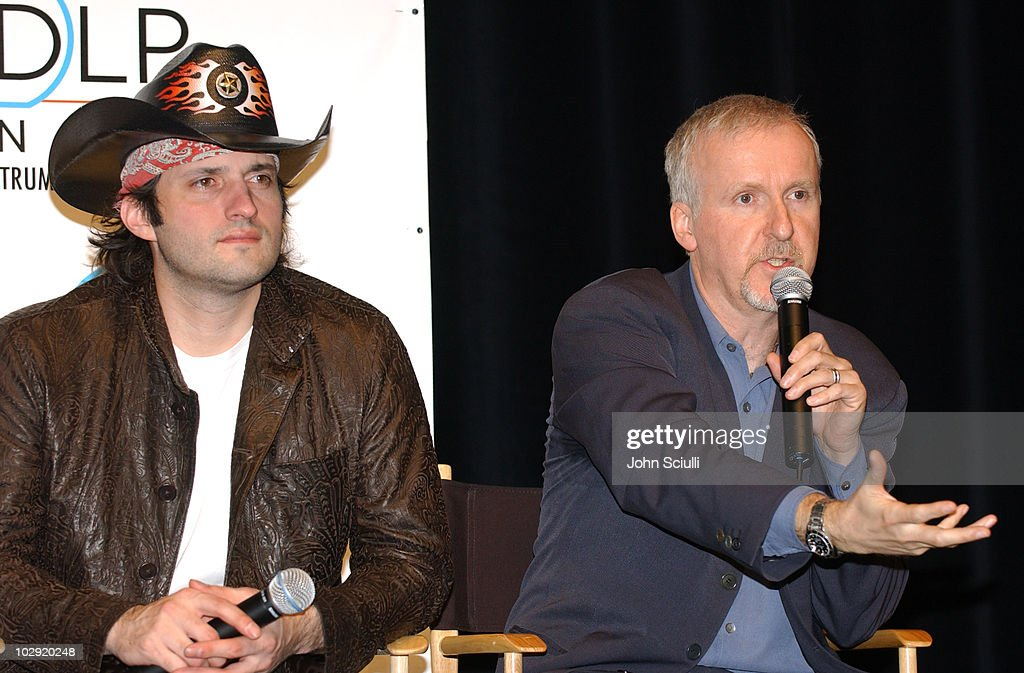 ShoWest 2005 - New Dimensions in Digital Cinema Seminar with James Cameron and George Lucas : News Photo