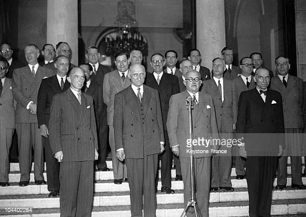 Robert SCHUMAN, Prime Minister presenting his new government when leaving the Elysee Palace. Firts row : LECOURT, Robert SCHUMAN, Vincent AURIOL,...