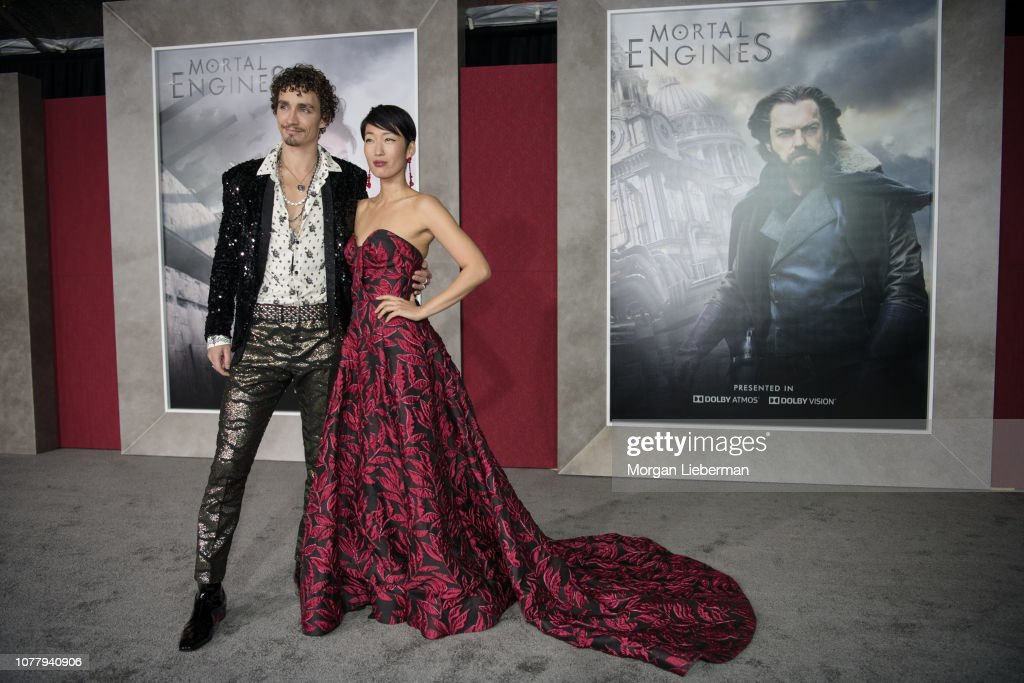 """Premiere Of Universal Pictures' """"Mortal Engines"""" - Red Carpet : News Photo"""