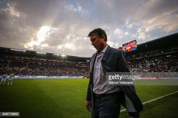 Robert Siboldi head coach of Santos walks prior the 15th round match between Pachuca and Santos Laguna as part of the Torneo Clausura 2018 Liga MX at...