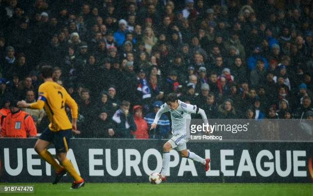 Robert Skov of FC Copenhagen controls the ball during the UEFA Europa League round of 32 1 leg match between FC Copenhagen and Atletico Madrid at...