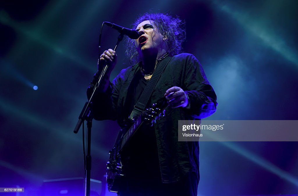 Robert Smith of The Cure performs at the Manchester Arena on November 29, 2016 in Manchester, England.
