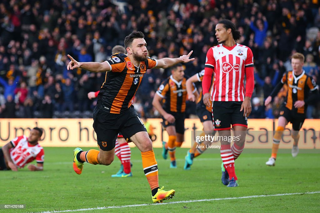 Robert Snodgrass of Hull City celebrates scoring his sides first goal during the Premier League match between Hull City and Southampton at KC Stadium on November 6, 2016 in Hull, England.