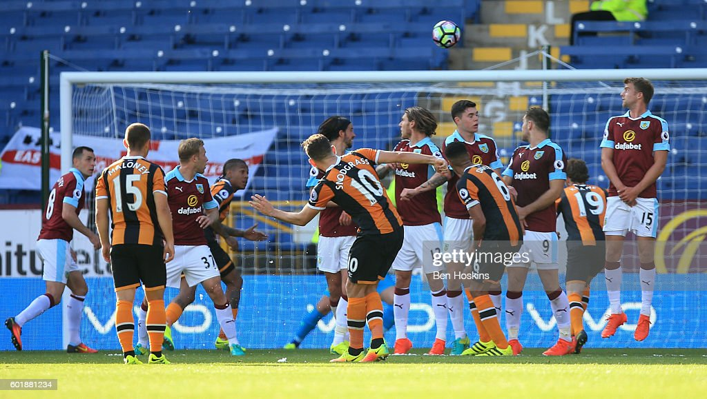 Robert Snodgrass of Hull City scores his sides first goal during the Premier League match between Burnley and Hull City at Turf Moor on September 10, 2016 in Burnley, England.