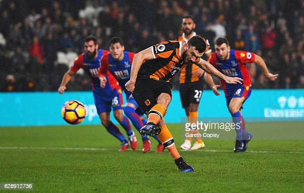 Robert Snodgrass of Hull City scores the first goal from a penalty during the Premier League match between Hull City and Crystal Palace at KCOM...
