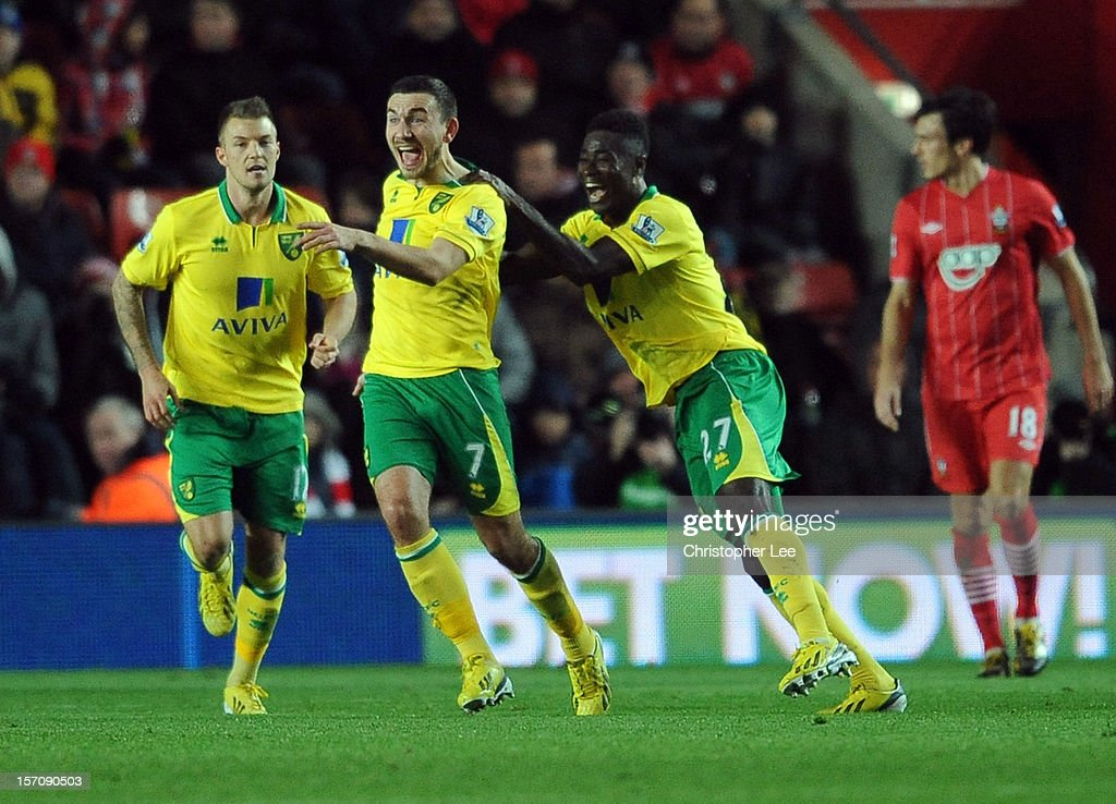 Robert Snodgrass of Norwich celebrates scoring their first goal during the Barclays Premier League match between Southampton and Norwich City at St Mary's Stadium on November 28, 2012 in Southampton, England.