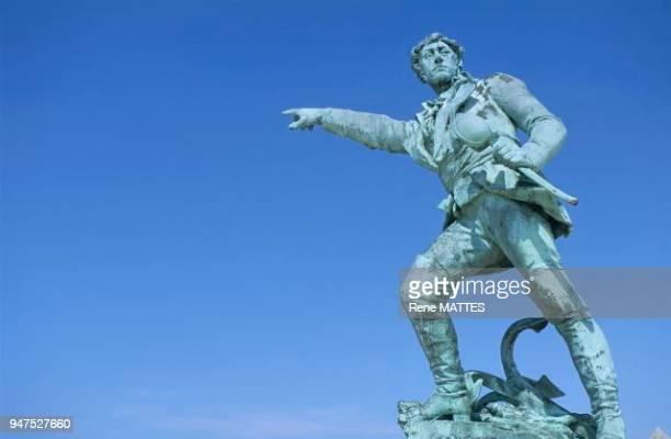 Corsaire célèbre né à SaintMalo qui sous l'Empire captura un grand nombre de vaisseaux anglais Son plus grand exploit fut la prise du Kent le 7...