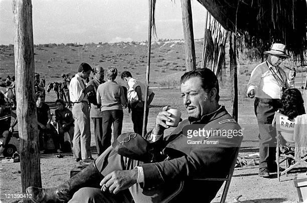 Robert Taylor during a Break from filming of the movie 'Pampa Salvaje' directed by Hugo Fregonese in Tabernas Almeria Spain Photo by Gianni...