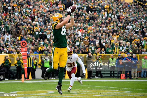 Robert Tonyan of the Green Bay Packers catches the football for a touchdown in the first half against Fabian Moreau of the Washington Redskins at...