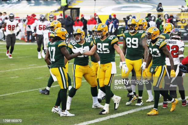 Robert Tonyan of the Green Bay Packers celebrates his touchdown with teammates in the third quarter against the Tampa Bay Buccaneers during the NFC...