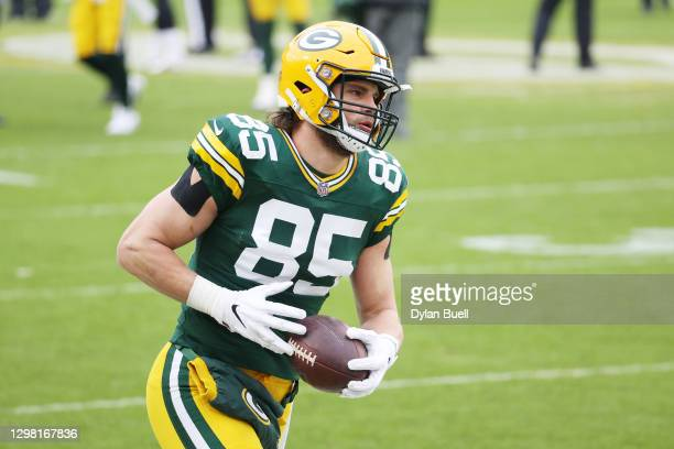 Robert Tonyan of the Green Bay Packers warms up prior to their NFC Championship game against the Tampa Bay Buccaneers at Lambeau Field on January 24,...