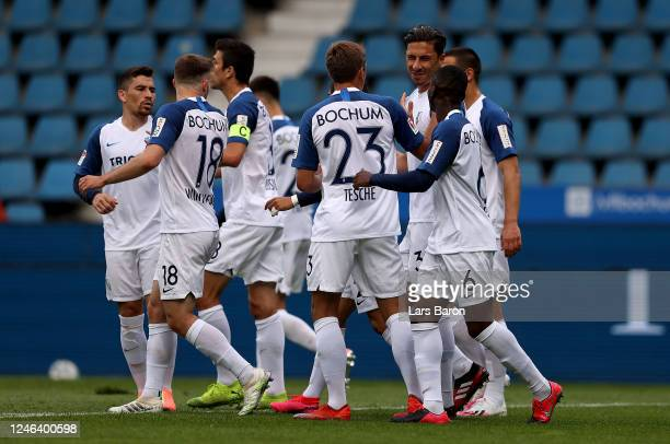 Robert Žulj of Bochum celebrate with his team mates after he scores the opening goal by penalty kick during the Second Bundesliga match between VfL...