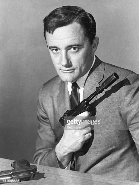 "Robert Vaughn as Napoleon Solo, armed, in a publicity still from ""The Man From U.N.C.L.E."""