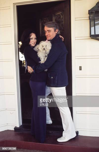 Robert Vaughn et sa femme Linda chez eux en Californie en 1981 EtatsUnis
