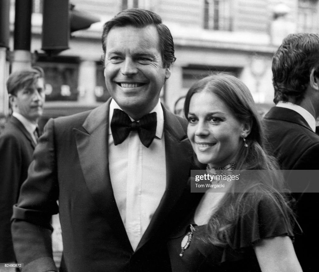 Robert Wagner and Natalie Wood at the premiere of 'The Godfather' on August 9, 1972 in London, England.