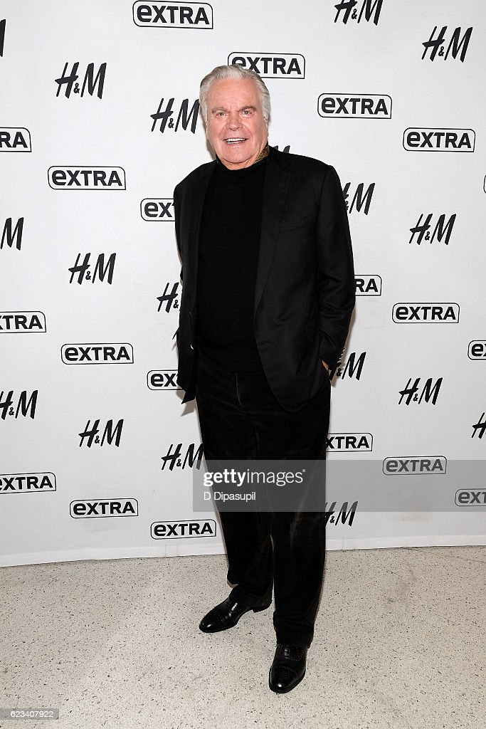 """Robert Wagner Visits """"Extra"""""""