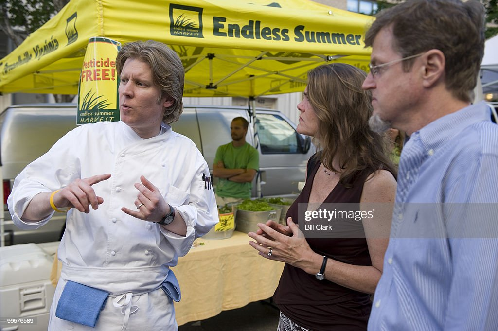 Robert Weland, executive chef at Poste Moderne Brasserie, left, talks to diners Margaret and Rob Sides, of Washington, during a tour of the nearby Penn Quarter famers market before preparing a meal at the restaurant on Thursday evening, May 21, 2009.