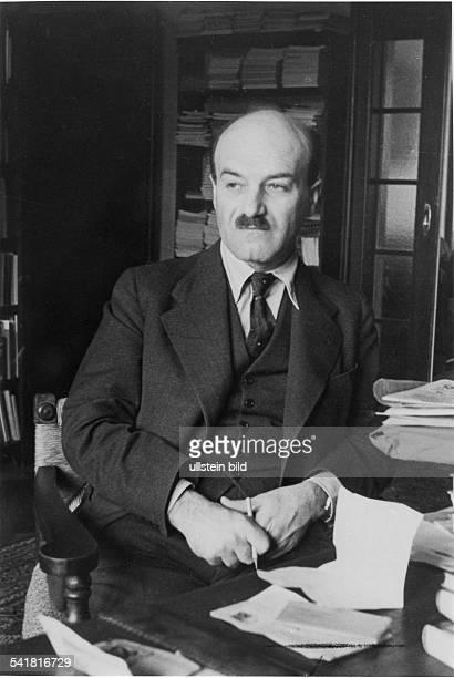 Robert Weltsch*10061891Jurist Journalist 19191938 Herausgeber der Jüdischen Rundschau in Berlin 19391940 Mitarbeit bei der Jüdischen WeltRundschau in...