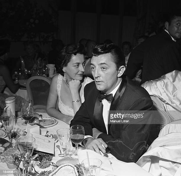 Robert with his wife Dorothy MITCHUM at the gala of small white beds at the Deauville casino