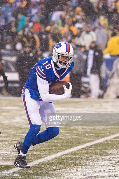 Robert Woods of the Buffalo Bills carries the ball during the fourth quarter against the Pittsburgh Steelers on December 11 2016 at New Era Field in...