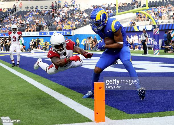 Robert Woods of the Los Angeles Rams makes a catch for a touchdown in front of Robert Alford of the Arizona Cardinals during a 37-20 loss to the...