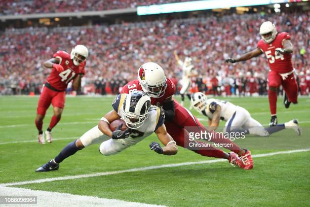 Robert Woods of the Los Angeles Rams rushes the football four yards to score a touchdown against David Amerson of the Arizona Cardinals in the first...