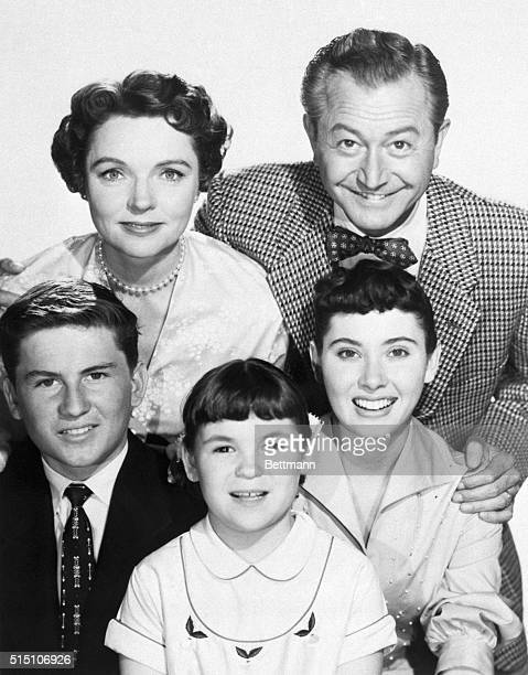 8/1855 Robert Young and Jane Wyatt with the TV family from the show 'Father Knows Best' The children are left to right Billy Gray Lauren Chapin and...