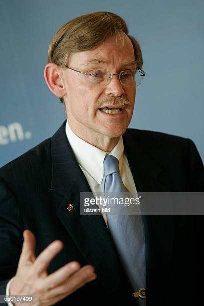 Robert Zoellick während einer Pressekonferenz anlässlich seines Besuche sin Berlin