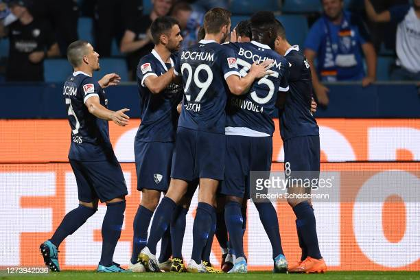 Robert Zulj of Bochum celebrates his team's first goal with teammates during the Second Bundesliga match between VfL Bochum 1848 and FC St. Pauli at...