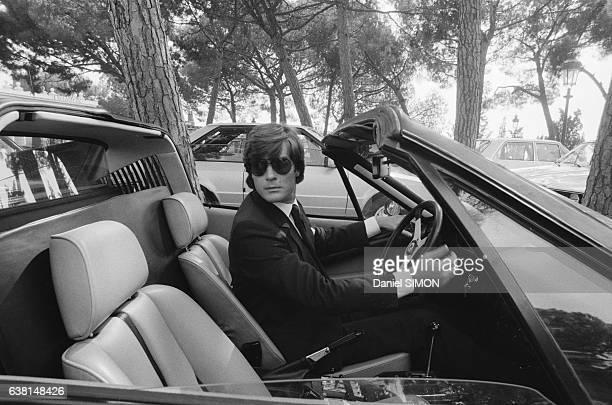 Robertino Rossellini arrive aux obsèques de Grace Kelly au volant de son cabriolet Ferrari le 17 septembre 1982 à Montecarlo Monaco
