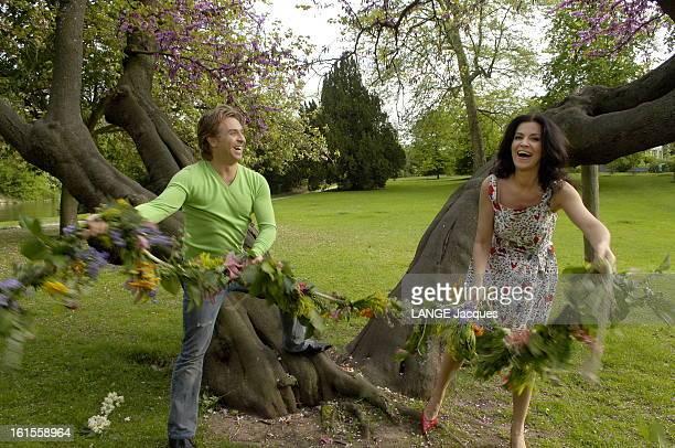 Roberto Alagna With His Companion Angela Gheorghiu In Bois De Boulogne Attitude riante du ténor Roberto ALAGNA avec sa compagne la soprano Angela...